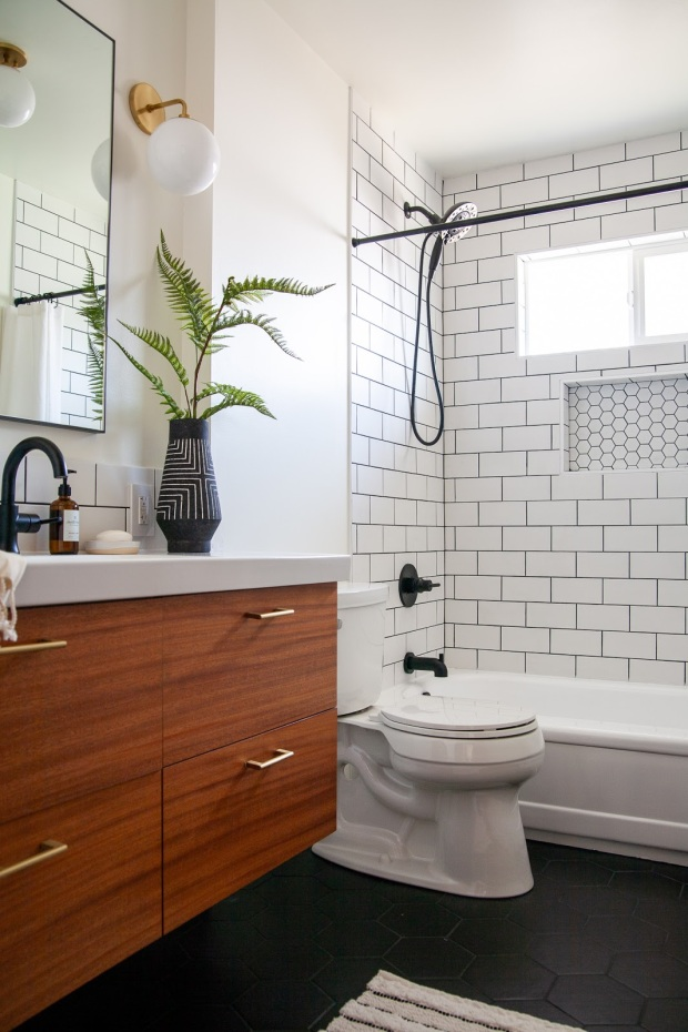 Midcentury-modern-inspired-bathroom-renovation-One-Room-Challenge-reveal-2